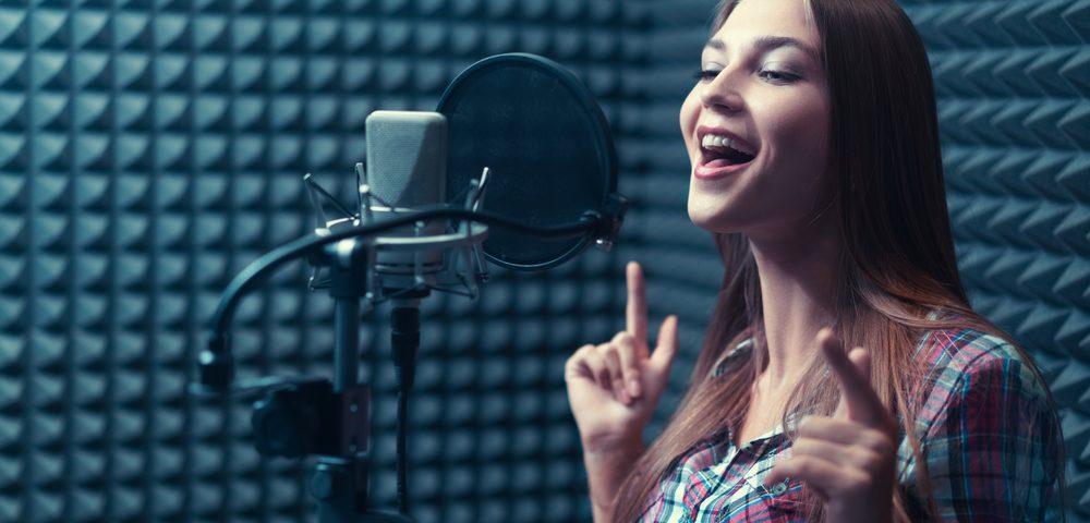 הקלטת שיר בהפתעה לאישה